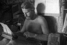Thor Heyerdhal / Celebramos los cien años del nacimiento de este explorador noruego (1914-2002) por su aventura en la Expedición Kon Tiki. En 1947 construyó una balsa con troncos de madera para cubrir 4700 millas, desde Perú hasta Tuamotu, demostrando que las antiguas poblaciones del continente americano pudieron hacer lo mismo.