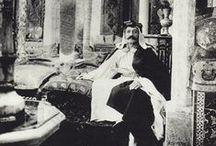 Pierre Loti / Viajero, escritor y oficial de la marina francesa, su trabajo le permitió recorrer medio mundo y escribió diversos relatos de sus viajes en un estilo emotivo e impresionista.