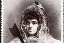"""Josephine Peary, exploradora polar / Protagonista de la película de Isabel Coixet, Nadie quiere la noche, Josephine  Diebitch Peary (1863-1955) fue una exploradora del ártico y autora de los relatos """"My Artic Diary"""", """"Snow Baby"""" y """"Children of the Artic"""". Fue también la esposa de Robert Peary, conquistador del Polo Norte."""