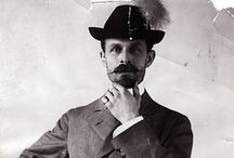 Burton Holmes, traveloguer / Un trotamundos (1870-1958) muy particular que concebía el viaje como un gran espectáculo. Reunió más de 30.000 fotos y casi 150 km de películas. Famoso como performer y conferenciante, creó el término travelogue para sus espectáculos.