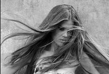 Weekendowy luz / Fryzury w sam takie, by włosy mogły odetchnąć