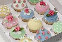 BOLO DECORADO / BOLO E  Cupcakes