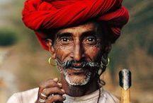 Wisdom in sight - Sagesse en regard / Portraits of old people around the world / portaits de vieux autour du monde. Espérer un jour à leur âge, en ayant vécu une vie riche et épanouissante, en ayant rencontré tant de visages, entendu tant d'histoires et vus tant de paysage que le monde sera notre village... Portraits d'hommes et de femmes âgés à travers le monde, car la sagesse n'a pas de frontière.