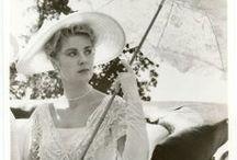 The Princess of Monaco / Grace Patricia Kelly (12 Kasım 1929 - 14 Eylül 1982), evlendikten sonra bir Amerikalı film oyuncusu oldu Prens Rainier III olarak tanındı Monako Prensesi .  Grace Kelly 14 Eylül 1982 tarihinde, bir inme bir gün sonra onu arabanın kontrolünü kaybeder ve kaza neden öldü.