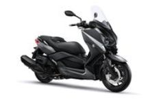 X-MAX 400 MOMODESIGN / 400cc performansını 250cc sınıfı çevikliğiyle birlikte sunan X-MAX tarzı ve şıklığı, yüksek kalite spor scooter X-MAX 400 MOMODESIGN ile daha ileri taşınıyor!