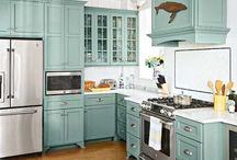 Kitchens / A girl can dream.
