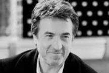 François Cluzet /  (21 Eylül 1955 doğumlu) bir Fransız sinema ve tiyatro oyuncusudur. 2007 yılında Cluzet Fransız kazandı César Ödülü gerilim çifte cinayet şüphesiyle bir doktor olarak oynadığı sonra No One Tell (orijinal başlığı Ne le dis à personne). Cluzet en iyi uluslararası hit film Philippe rolüyle bilinen olabilir Intouchables (2011).