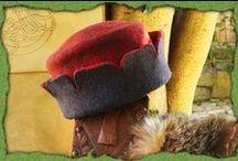 Handgefilzte historische Hüte - Handfelted Medieval Hats / Neben der Schutzfunktion war die Kopfbedeckung oft die Symbolisierung des sozialen Standes. Inspiriert werde ich für meine handgefertigten Filzhüte von alten Abbildungen, wie sie z. B. im Codex Manesse zu sehen sind und durch zeitgenössische Portraits. Ob eine einfache Kappe, Pilgerhut, Barett, Dreispitz, French Bonnet, Myllan Cap, Jagdhut, Räuberhut oder Rusmütze - eine schöne historische Gewandung wird erst durch die passende Kopfbedeckung komplett.