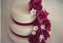 Tarta de Boda / Tarta de boda con rosas burdeos