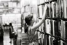 People Reading / They love books as much as you do. Les gustan los libros tanto como a ti.