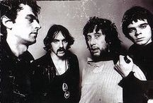 the stranglers / walking on the beaches, lookin' at the peaches!