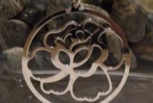 Joyas de Plata con Flores / Pulseras de plata, pendientes de plata y colgantes de plata con flores como protagonistas.  Joyería de Plata con Flores