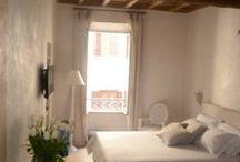 Room #3 Stanza Deluxe - Rome iRooms / Ogni dettaglio della stanza deluxe Room #3 del rent room Rome iRooms è pensato per dare agli ospiti un'esperienza unica e ricca di comfort e relax. La stanza spaziosa e confortevole offre un scorcio sull'elegante via Frattina.