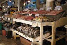 Mercado Negro Ensenada / Llamado asi porque en un tiempo se vendian especies betadas  o concesionadas, el mercado negro es el lugar en Ensenada donde puedes encontrar el pescado y marisco mas fresco.