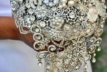 Wedding gems / Wedding glitz and glam for the bride and bridesmaids! Top trends and classic styles.