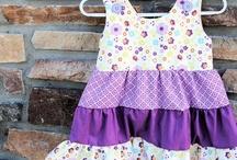 DIY: sewing for girls / Tutorials, gratis patronen, patronen om te kopen, maar ook ideeën voor applicaties en veranderingen in een patroon kun je hier vinden. Er zijn ook andere borden over naaien.