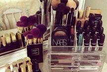 Makeup and beautystuff.