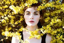 .PANTONE.yellow.