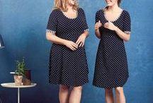 Jette Charles / Jette Charles er en dansk designer med sans for så vel kvaliteter som detaljer og kvinnelige former. Hun lager først og fremst fargeglade kjoler, i myke, behagelige stoffer, med gode passformer – og for jenter flest. Det er gode muligheter for at du blir på godt humør i en kjole fra Jette Charles.