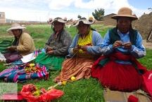 Fairer Handel / An der am Titicaca-See gelegenen Region Puno, einer der ärmsten Gebiete Perus, stricken Frauen der NGO Manuela Ramos unsere Mama Ocllo-Fingerpuppen!