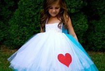 Alice in Wonderland Party / by Pam de W