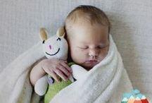 Unsere kleinsten Kunden / Hier findet ihr Fotos von Babys, die unsere seidenweiche Babymode tragen und lieben gelernt haben.