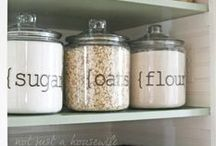 Kitchen Organization / Tricks and tips to keeping an organized and uncluttered kitchen.