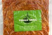 Húspótlók, szalámik, kolbászok, felvágottak / Magyarországon kapható növényi húspótlók vegánoknak. Szejtán, szója, hamburgerpogácsa, kolbász, szalámi, grillkolbász, virsli, szalonna, VEGÁN csirkefalatok, VEGÁN marhafalatok stb. A tofukat, fasírtporokat, vegán halpótlókat keresd a Vegán termékek táblán/pinboardon!