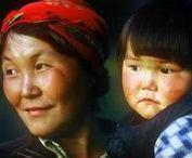TOFA TÜRKLERİ (TOFA TURKS) / Güney Sibirya'da Rusya federasyonu içerisinde İrkutsk Oblastına bağlı Nijneudinsk Rayonu ve köylerinde dağınık olarak yaşamakta olan Tofa Türkleri Türkçeyi de konuşabiliyor. 1930 yılına kadar Karagaslar ya da Karagas Tatarları olarak tanınan Tofa Türkleri, gerek yaşam biçimleri, gerek gelenek ve göreneklerini günümüze kadar sürdürebilen ender bir Türk topluluğu olarak biliniyor.