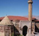 UNESKO DÜNYA MİRASI LİSTESİ (UNESCO WORLD HERITAGE LIST) / Kızkalesi (Mersin), Arslantepe Arkeolojik Alanı (Malatya), Çanakkale ve Gelibolu 1. Dünya Savaşı Alanları (Çanakkale) ve Ahi Evran Türbesi'nin (Kırşehir) de aralarında bulunduğu 13 alanımız UNESCO Dünya Miras Geçici Listesine girdi. Böylece artık listedeki varlık sayımız 54'e yükseldi.
