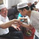ÇİNLİ HUİ MÜSLÜMANLARI (HUI MUSLIMS-CHINA) / Çin'in içindeki 56 farklı etnik gruptan biri olan Hui Müslümanları dil ve fiziksel yapı açısından Han ulusuna bağlıdır. Kansu, Ninghsia, Doğu Türkistan, Yünnan ve Shantung bölgeleri olmak üzere ülkenin birçok eyalet ve şehirlerinde yaşıyorlar. 1990 yılında yapılan nüfus sayımına göre Çin Halk Cumhuriyeti'ndeki Müslüman nüfus yaklaşık 18 milyon civarında.