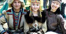 TUNGUZ HALKI (TUNGUSIC PEOPLE) / Tunguz kökenli halklar günümüzde Kuzey Çin ve Rusya`nın merkeze en uç toprakları içindeki Mançurya bölgesinde yaşamaktadırlar. Çin`in İç moğolistan bölgesinde de yaşayanları vardır. Tüm nüfuslarının 15 milyona yakın olduğu tahmin edilmektedir. Rusya`da Evenks özerk bölgesinde de Evenk Tunguzları yaşar.