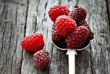 Fruits  / On aime leur côté sucré, acidulé et surtout très sain pour la santé ! Fraise, framboise, pomme, poire, prunes, orange,... Dur dur de choisir !  #fruits #recettes #750grammes http://www.750g.com/recettes_fruits.htm / by 750g