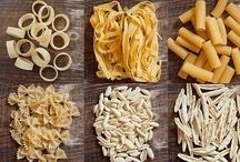 Pasta Party / Des pâtes, des pâtes et encore des pâtes ! En gratin, en sauce, en lasagne, en salade ou en en ravioles, les idées ne manquent pas pour varier ces plats à base de pâtes.  #pâtes #pasta #750grammes http://www.750g.com/recettes_pates.htm / by 750 Grammes