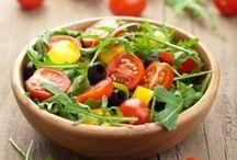 En faire tout une salade ... / Pour accompagner vos repas, grillades et pique-nique, rien de tel qu'une bonne salade. Salade verte, salade de pâtes, salade de riz, salade de tomates ou salade de crudités variées, le choix est large !  #salade #saladecomposée #saladevertes #repas #750grammes http://www.750g.com/recettes_salades.htm / by 750 Grammes