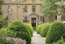 Lovely Homes / Homes where Oxley's Timelessly Elegant Garden Furniture would fit in perfectly.