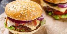 Burgers / Le burger maison, si vous soignez aussi le choix des ingrédients devient un mets de choix, à accompagner de frites ou de potatoes maison et de bonnes sauces. N'hésitez pas à sortir des sentiers battus en préparant par exemple un Burger bacon et avocat. Miam !