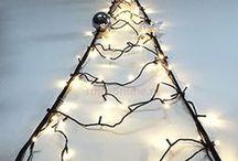 Kerstverlichting / Fairybell is een gepatenteerd systeem waarmee je een kerstboom van LED-lampjes hangt aan je (voor)deur, vlaggenmast of meegeleverde paal.