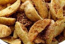 Pomme de terre / La pomme de terre est l'un des aliments de base en France. Il existe de nombreuses variétés : à chair ferme, fondante ou farineuse. Les pommes de terre permettent de faire une multitude de choses, de l'entrée au dessert : salade de pommes de terre, quiche, gratin, beignets, frites, crêpes ou gaufres, plat mijotés et même gâteaux ou pains à la pomme de terre. À vous de jouer :)