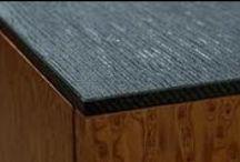 Blaty meblowe / Blat - element wykończeniowy mebla, którego najważniejszą cechą oprócz estetyki są odporność na wysoką temperaturę i wilgoć. Możliwości materiałowe mamy dziś ogromne: laminat, drewno, kamień, konglomerat, kompozyty minerałów, ceramika- gres lub terakota, szkło laminowane lub stal. Przy takiej różnorodności ograniczeniem dla przyszłego użytkownika może być tylko cena i wyobraźnia.