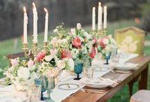 Decoración de mesas de boda / En una boda, un buen manjar siempre debe ir acompañado de una decoración de ensueño. Flores, velas, cuberterías... todo lo que puedas imaginar!