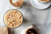 Coffee & Co. / Kaffee. Tee. Andere Heißgetränke. Und auch ein paar kalte. Und noch ein bisschen Gebäck. Wer will 'nen Keks?