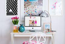 Desks & Workspaces / Ist doch egal, wie der Rest der Wohnung aussieht, solange das Arbeitszimmer perfekt ist.