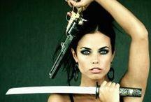 Guns & Girls / Frauen mit Feuerwaffen. #Girls #Guns #sexy
