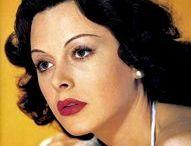 Хэди Ламарр (Hedy Lamarr) - Умница «Мисс Секс» / Хэди Ламарр (Hedy Lamarr) - знаменитая голливудская актриса 30-40 годов. Ее называли «Мисс Секс». Луис Б.Майер, глава Metro-Goldwyn-Mayer, так отозвался о ней: «Эта восхитительная брюнетка – самая красивая женщина на свете! Пора прервать монополию стереотипных блондинок на экране». Писатель Эрих Мария Ремарк был сражен красотой и умом этой необыкновенной женщины.  «Любая девушка может быть обворожительной.  Все что нужно, это стоять смирно и выглядеть глупенькой.»  Хеди Ламарр