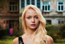 Mihaela Noroc Photography / Румынский фотограф Михаэла Норок (Mihaela Noroc) два года назад оставила свою работу и начала новую жизнь. Она взяла рюкзак, фотокамеру и отправилась путешествовать по миру, фотографируя сотни женщин в их естественном окружении. Так зародился ее проект «Атлас красоты» («The Atlas Of Beauty»), который на настоящий момент охватил уже 37 стран.   https://www.facebook.com/MihaelaNorocPhoto