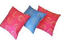 Cushions delight  / Cosy up your bedroom