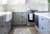 Kitchen Cabinets Painted / Painted kitchen cabinets to make your heart beat faster.