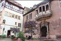 Escapade à Colmar et ses joyaux de la Renaissance / On retient souvent de Colmar ses jolies maisons à colombages... Mais ses plus célèbres demeures datent de la Renaissance, avec un âge d'or situé au XVIe siècle. Suivez notre parcours dans un Colmar au comble du raffinement, avec des oriels d'angle, des pignons à volutes, des portails sculptés, des loggias et des arcades...