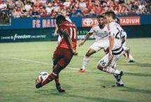Gole piłkarskie / Piękne gole w piłce nożnej • Najładniejsze gole w futbolu • Gole piłkarskie najlepszych piłkarzy na świecie • Wejdź i zobacz >>